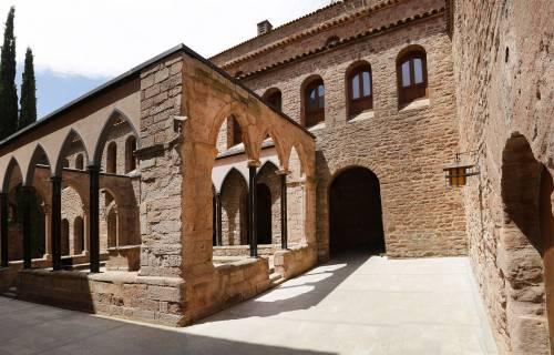 Claustro del Castillo de Cardona. Jordi Play / DGPC