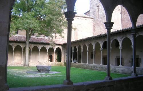 Cloister of the Monastery of Sant Joan de les Abadesses. Xtv / Wikimedia Commons. Domini Púbic