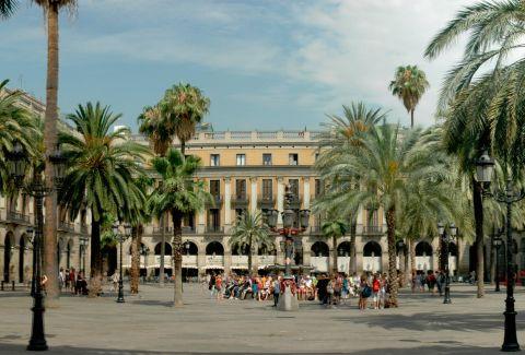 Plaça Reial de Barcelona (detall). CC BY-SA 3.0 - Josep Renalias / Wikimedia Commons