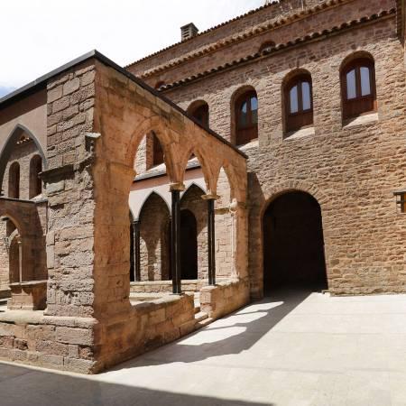 Cardona castle cloister. Jordi Play / DGPC