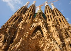 Façana de la Nativitat i cripta de la Sagrada Família