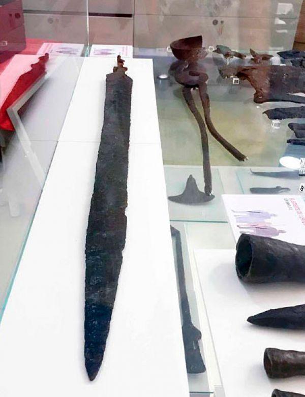 La espada romana del 'Camp de les Lloses' se exhibe por primera vez
