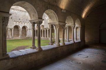 Imatge d'una ala del claustre del monestir de Sant Pere de Galligants