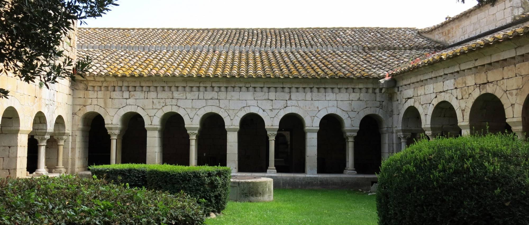 El claustre vist des de la galeria nord. Enfo / Wikimedia Commons. CC BY-SA 4.0