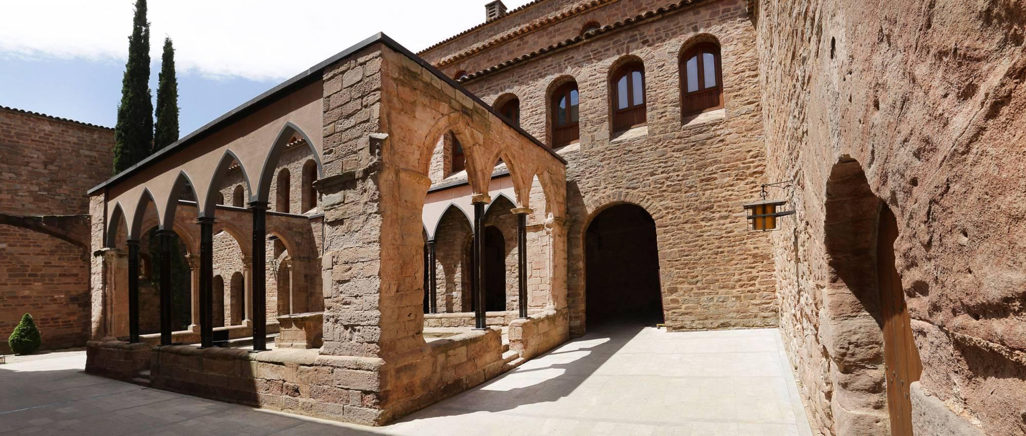 Claustre del castell de Cardona. Jordi Play / DGPC