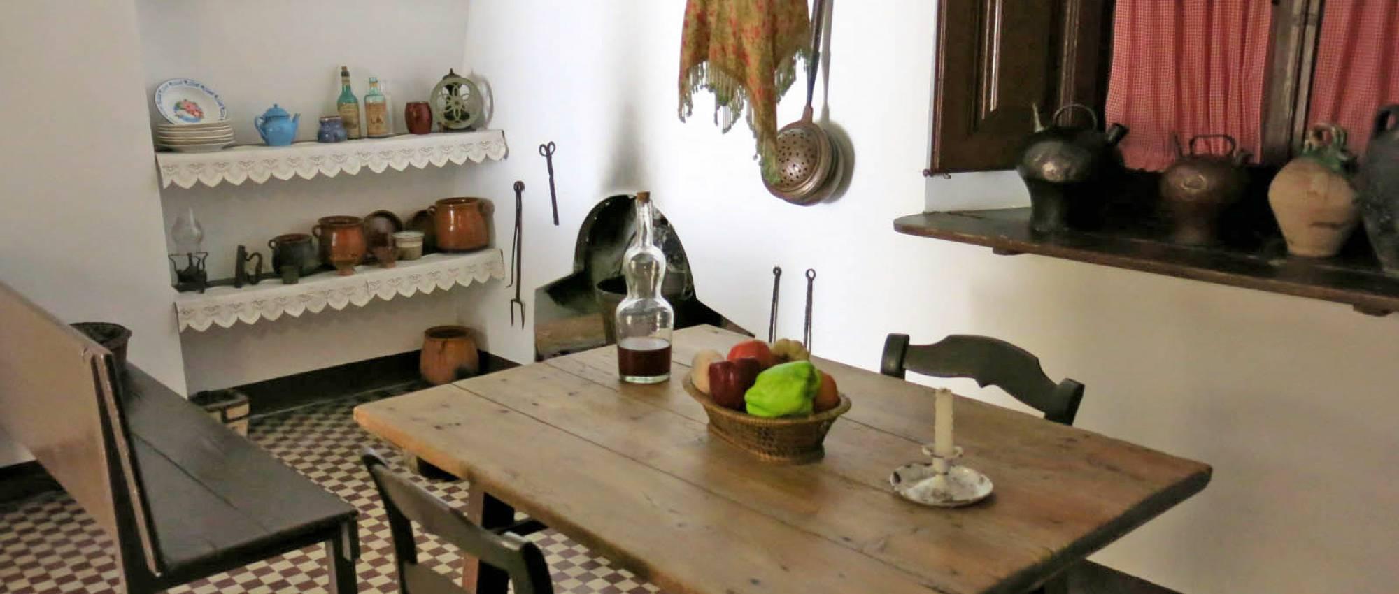 Interior de la casa Prat de la Riba. Enfo / Wikimedia Commons. CC BY-SA 3.0