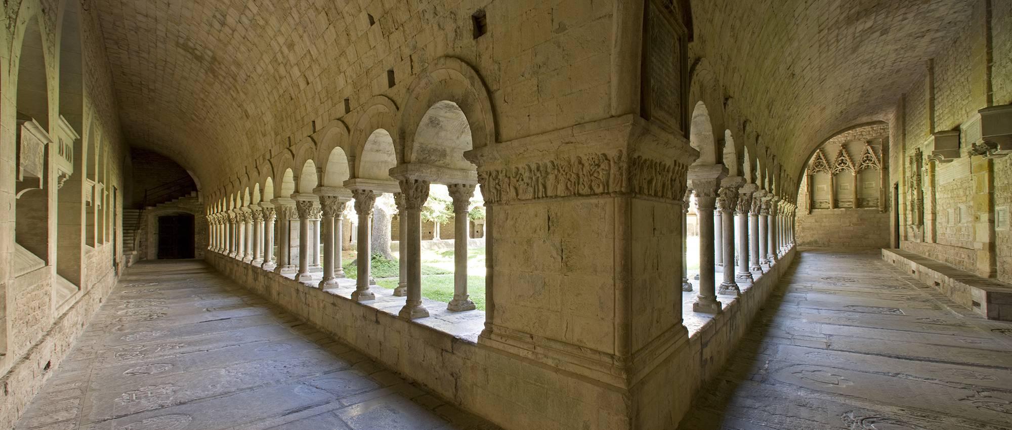 Baños Romanos Girona:Claustro de la Catedral de Santa Maria Bob Masters / Departament de