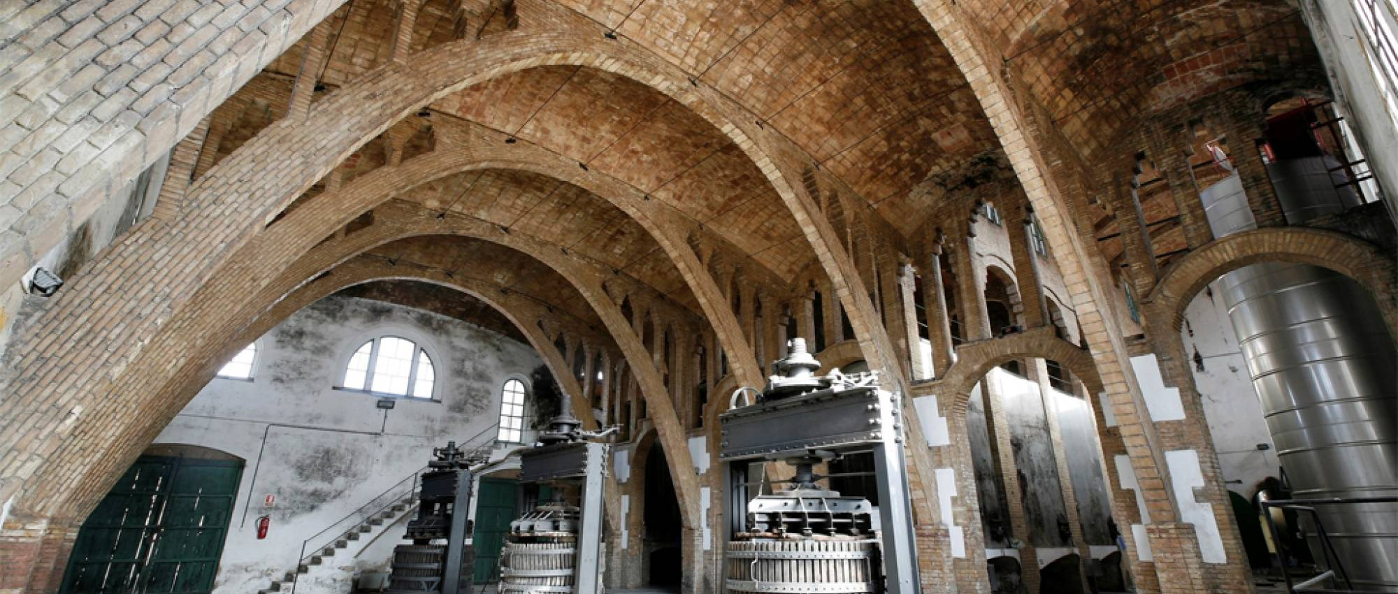Vista de la volta de la nau de maó pla. Josep Giribet / D.G. del Patrimoni Cultural. CC BY-NC-ND 2.0