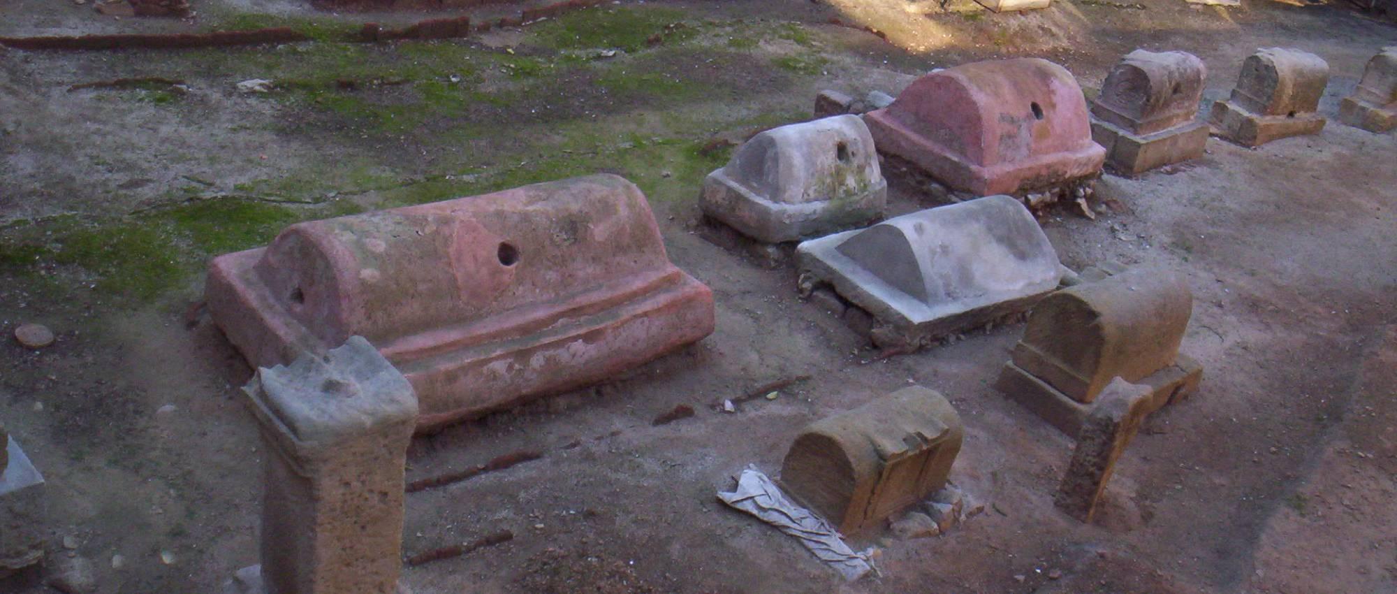 Fotografia de l'antiga necròpolis romana a Barcino. Àlex / Wikimedia Commons. CC BY-SA 2.5