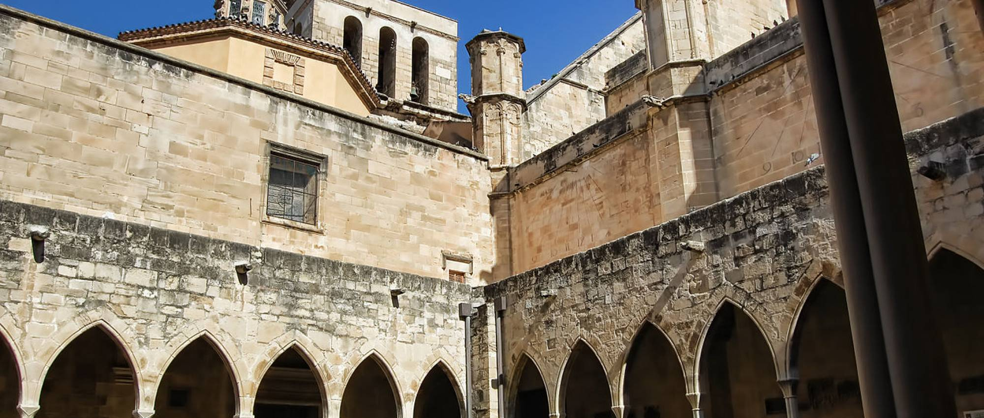 Claustre de la catedral de Sta. Maria de Tortosa. Carme Ribes Moreno / Wikimedia Commons. CC BY-SA 3.0