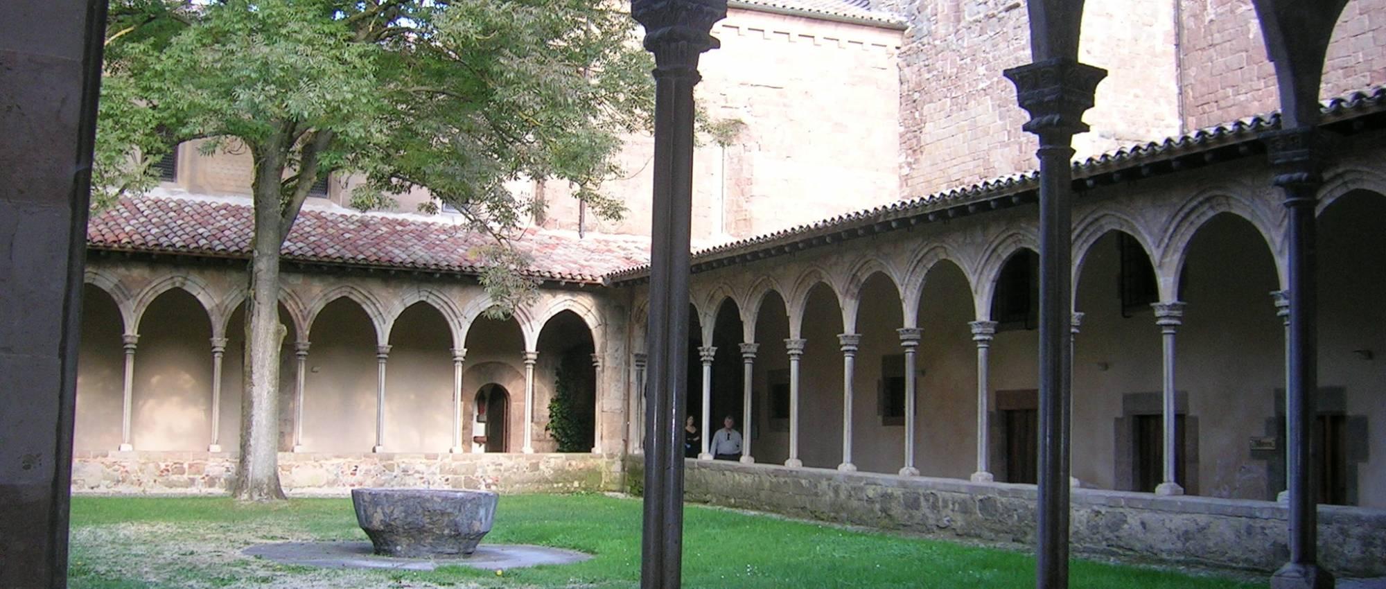 Claustro del monasterio de Sant Joan de les Abadesses. Xtv / Wikimedia Commons. Domini Púbic