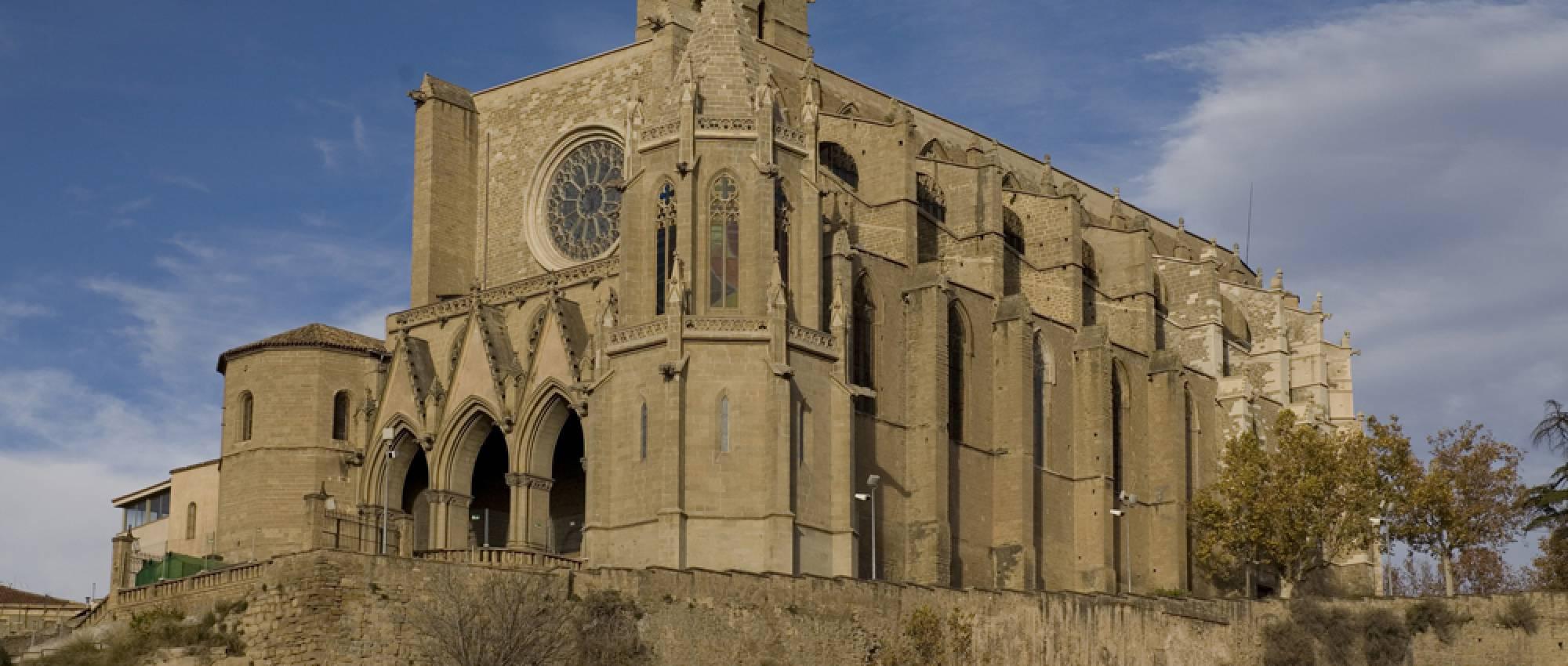 Vista general de la Col·legiata Basílica de Santa Maria de Manresa. PMRMaeyaert / Wikimedia Commons. CC BY-SA 3.0 ES