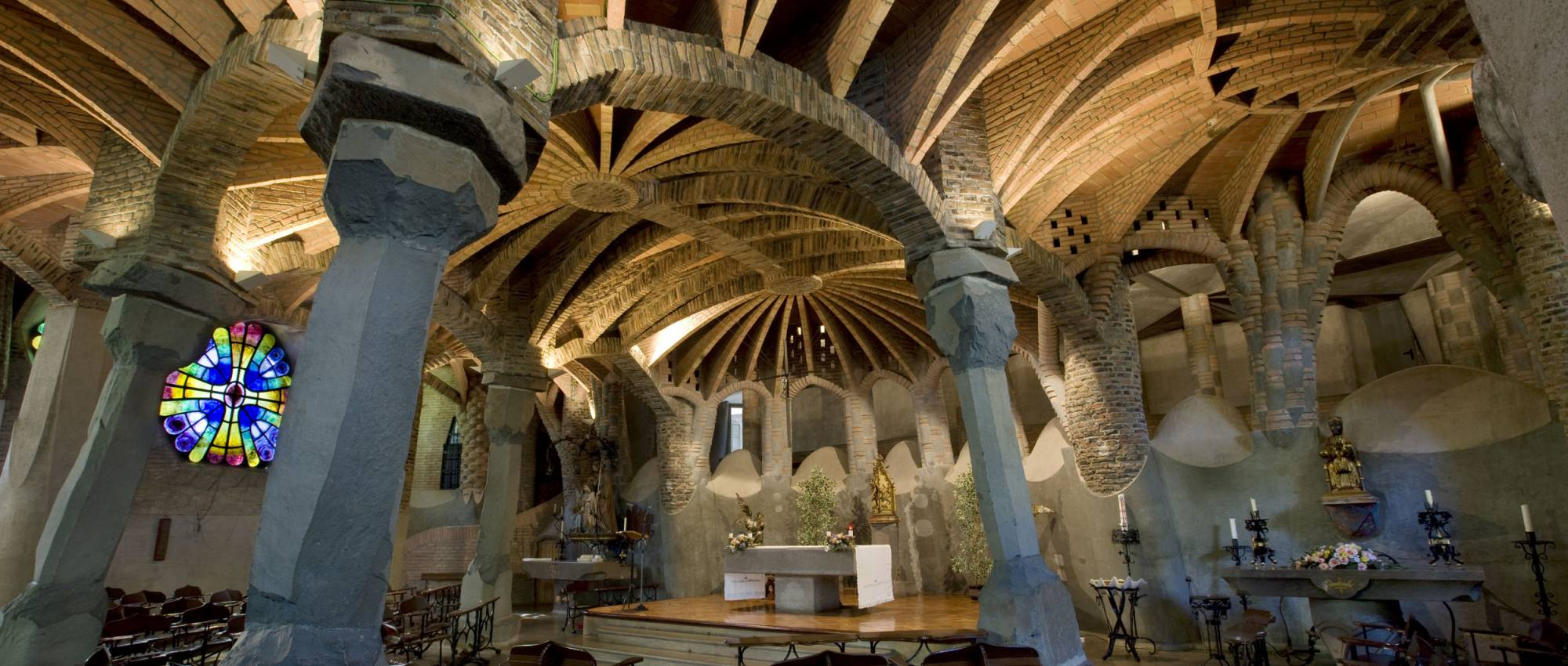 Interior de la Cripta de la Colònia Güell. Bob Masters / DGPC