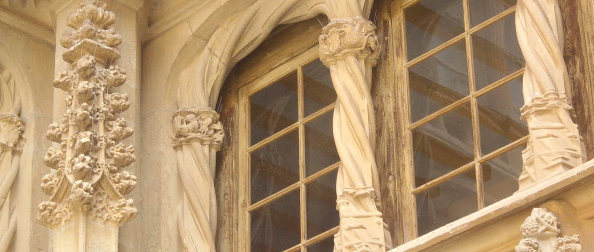 Arcs del gòtic tardà del claustre del convent de Sant Bartomeu de Bellpuig. JoanCa / Wikimedia Commons. CC BY-SA 3.0