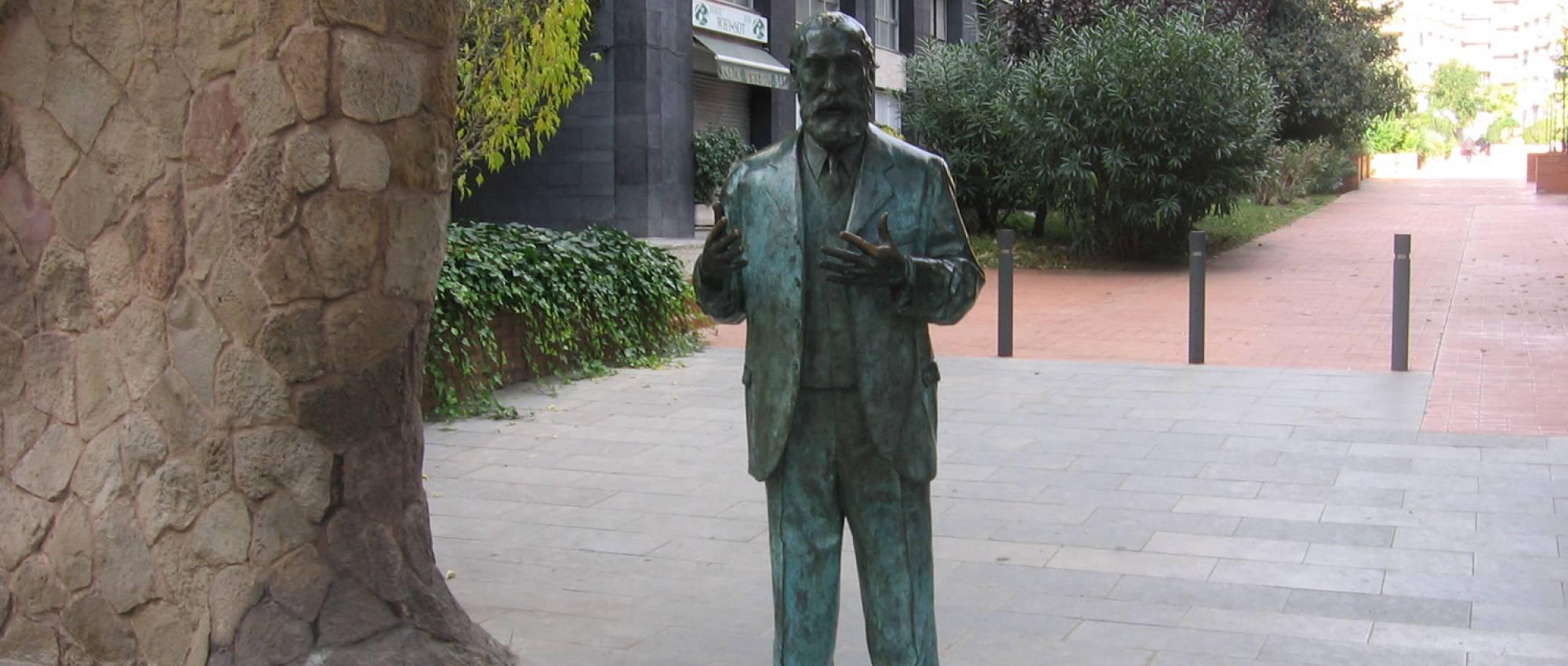 Estàtua d'Antoni Gaudí, de Joaquim Camps. CC BY-SA 3.0 - Canaan / Wikimedia Commons