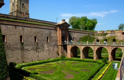 Fossat d'entrada del Castell de Montjuïc. Domini públic
